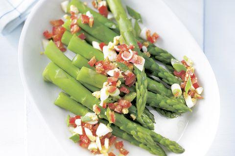 Spargel-Erdnuss-Salat
