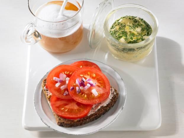 Tomatenbrot_mit_Kräuter-Ei.jpg