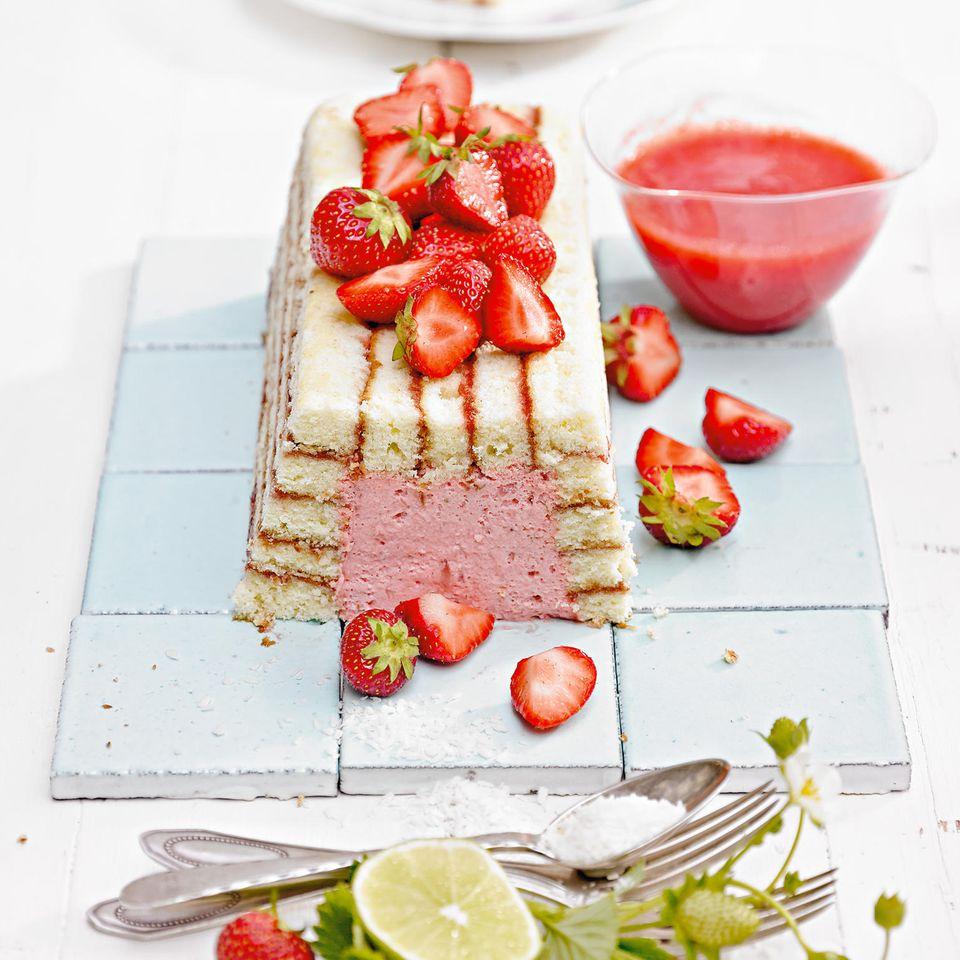 Erdbeer-Charlotte mit Kokos-Limetten-Creme
