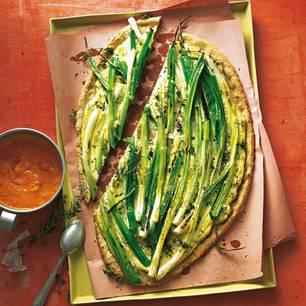 lauchzwiebel-tarte-mit-salsa-romesco.jpg