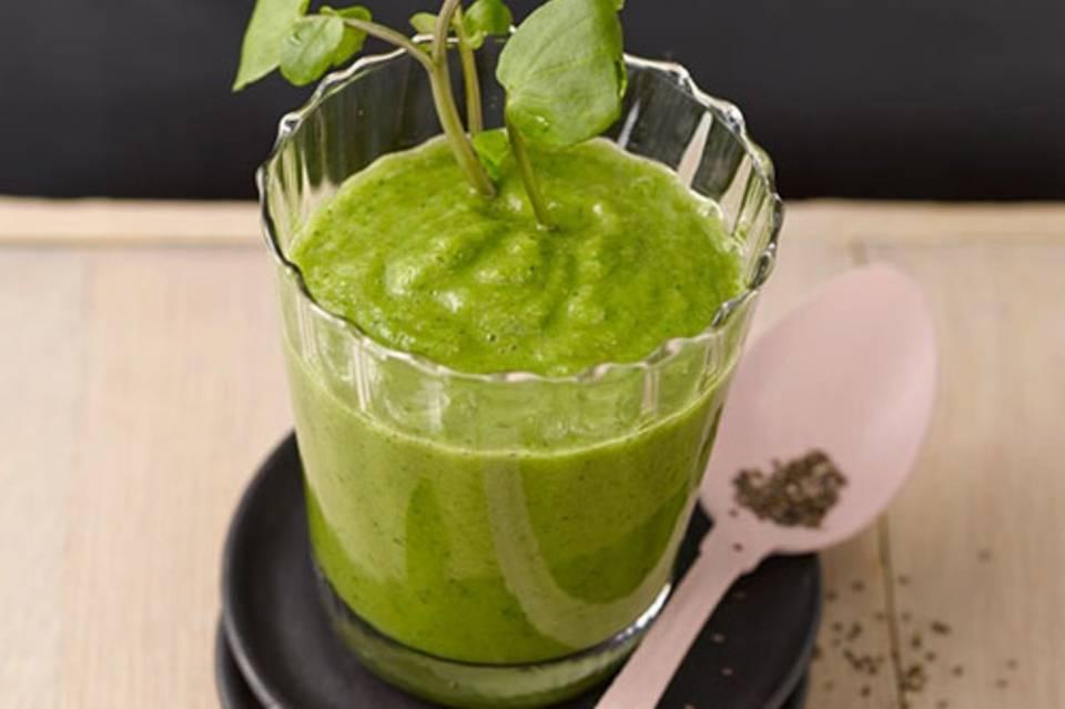 smoothie-gruen-basilikum-fs.jpg