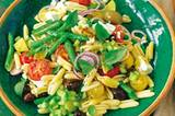 griechischer-nudelsalat-mit-gurken-vinaigrette.jpg