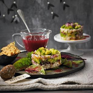 Forellen-Avocado-Tatar mit Käse-Crackern