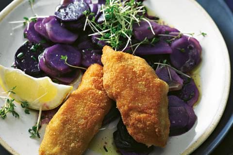 backfisch-mit-blauem-kartofelsalat-fs.jpg