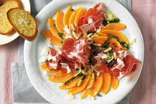 Papaya-Carpaccio mit Coppa und Kräuteröl