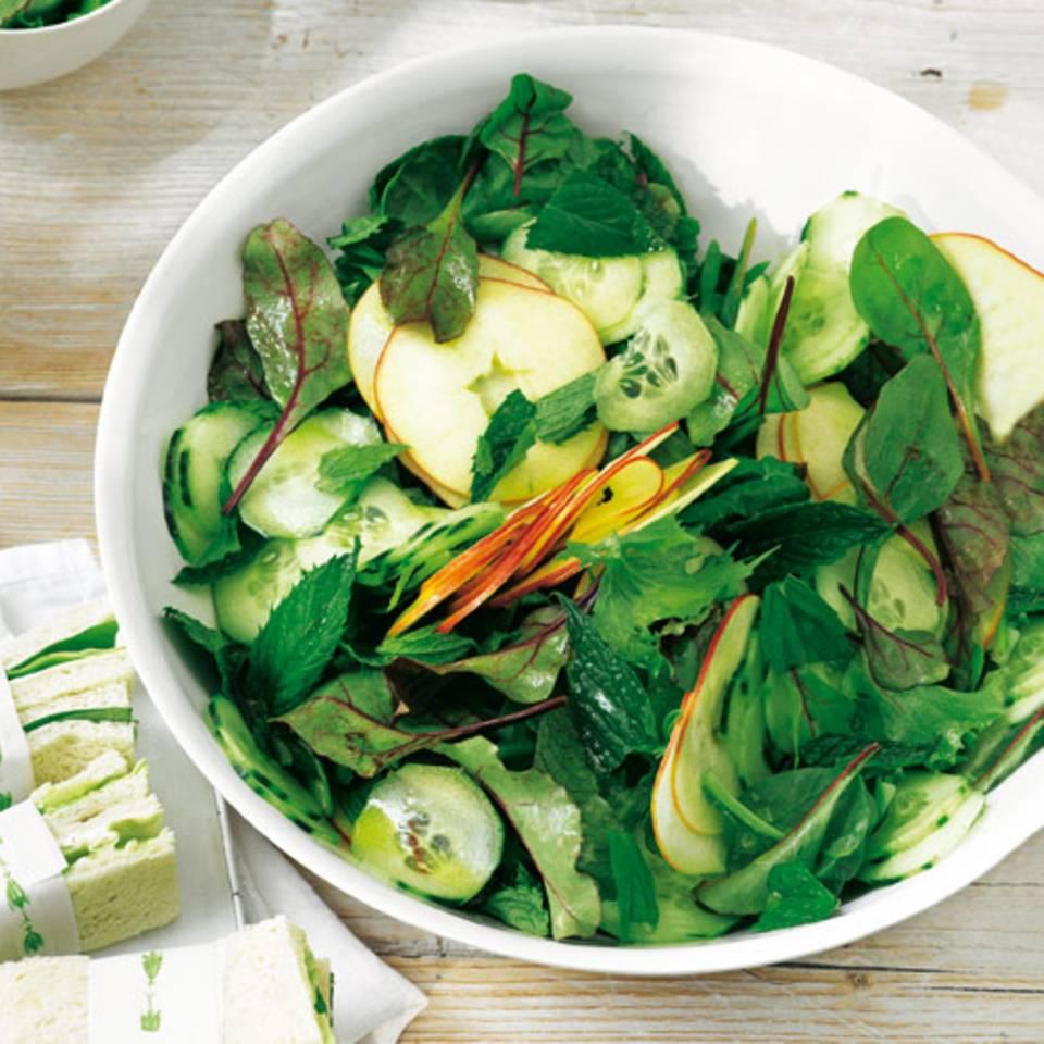 pimms-salat-mit-sandwiches.jpg