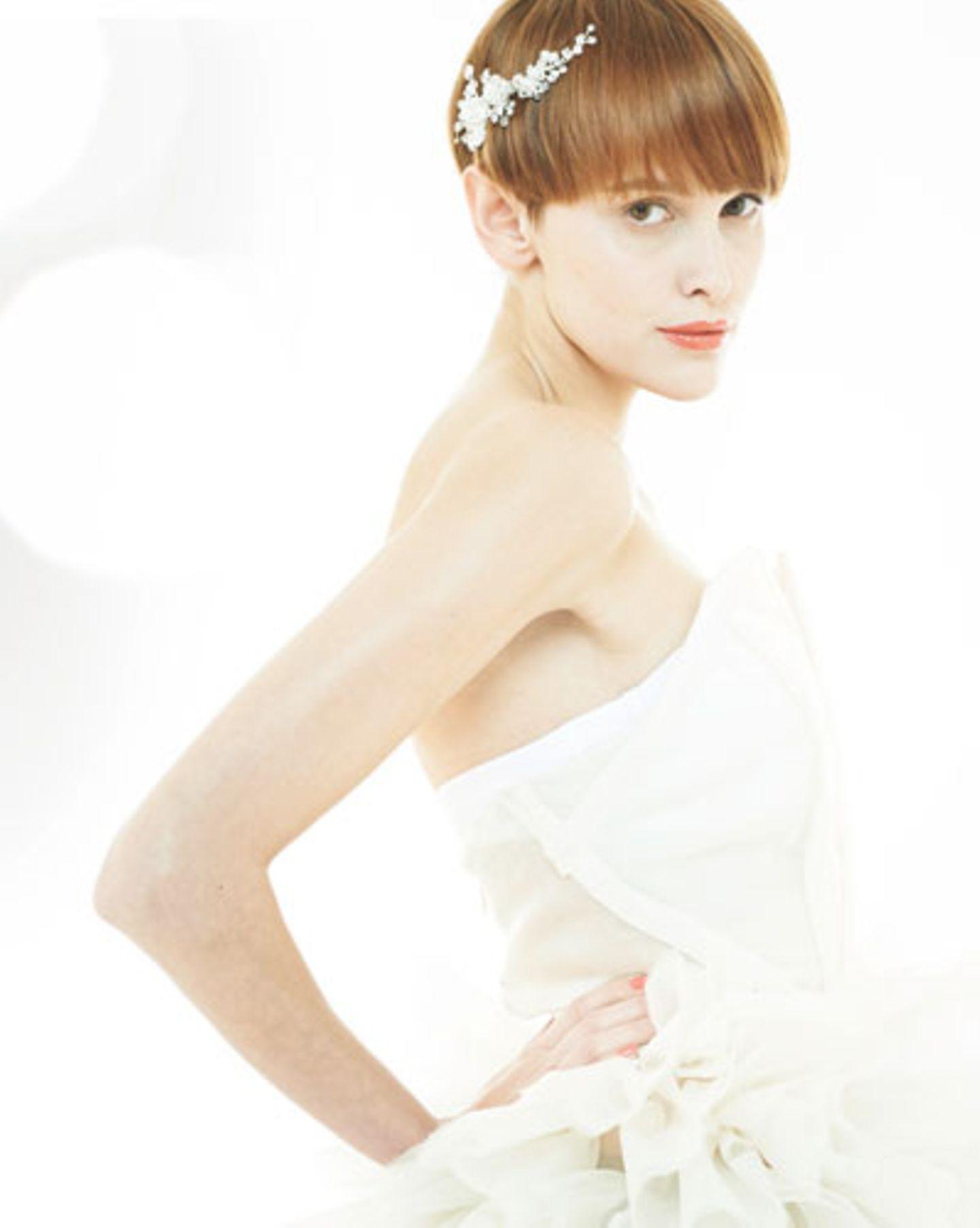 Brautfrisuren für kurze Haare: Braut mit Pilzkopf