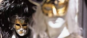 Masken und Kostüme gehören zu Halloween unbedingt dazu!
