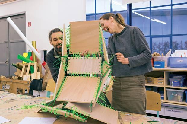 Kreativurlaub: Antje Kunstmann baut im Vitra Design Museum an ihrem ersten Stuhl-Projekt