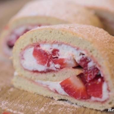 Rezepte: Biskuitrolle mit Erdbeeren