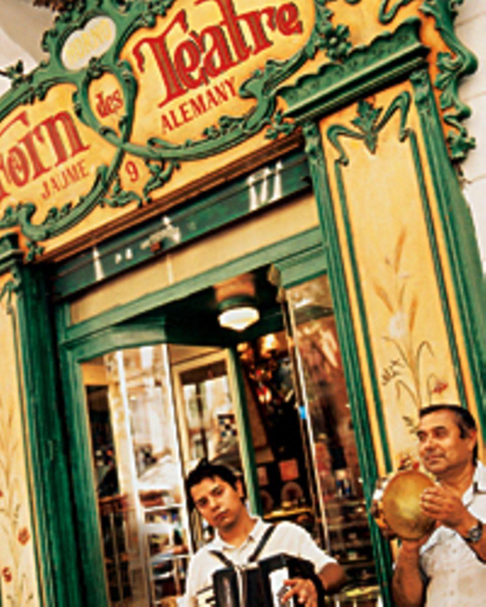 "Der Sound von Palma: Musiker vor dem ""Café Forn des Teatre"""