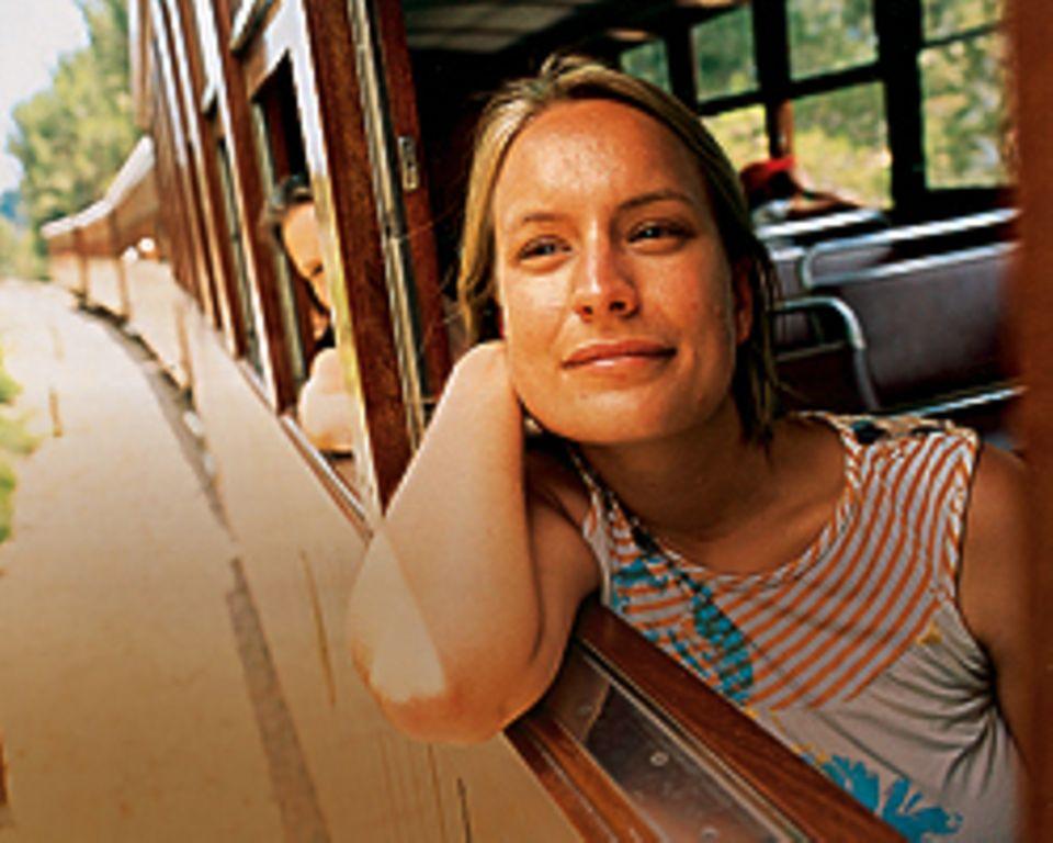 Einkaufstour: Inka Schmeling im Zug von Palma nach Sóller