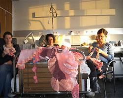 Häkel-Performance im Züricher Geburtshaus