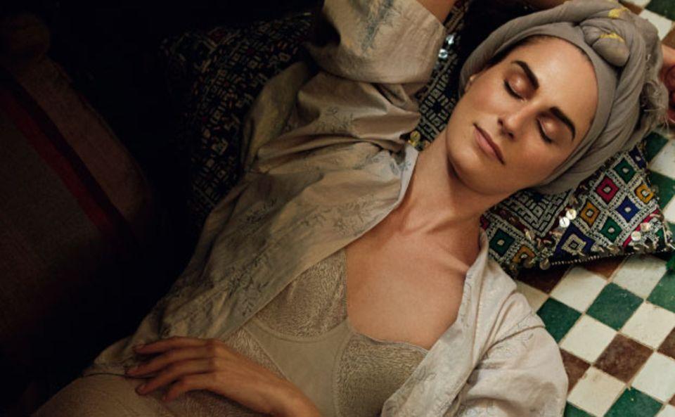 Nach einer Rhassoul-Behandlung, bei der die Haut mit Erde aus dem Atlas-Gebirge eingerieben wird, sorgt eine Ruhepause für Entspannung.