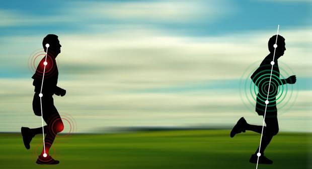 Mühelos laufen: Wenn wir mit den Beinen nach vorne Schwung holen und über die Ferse abrollen, belasten wir unsere Gelenke. Beim ChiRunning öffnet sich der Schritt nach hinten und wir landen auf dem Mittelfuß. Haben wir den Körper gut ausgerichtet, befinden sich Kopf, Schultern, Hüften und Sprunggelenke in einer Linie.