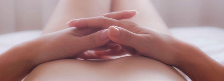 fakten vagina: frau bett nackt