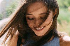 weisheiten leben: frau portrait lächeln