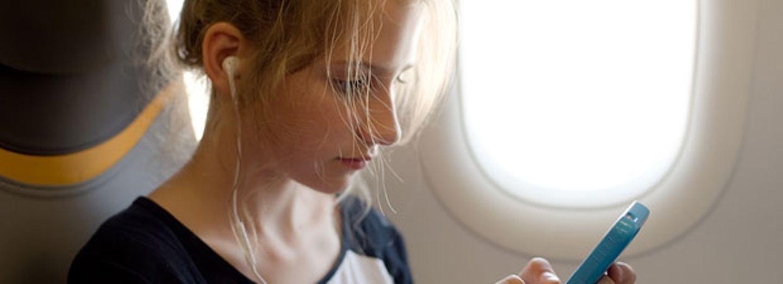 Was passiert eigentlich, wenn wir das Handy im Flugzeug nicht ausschalten?