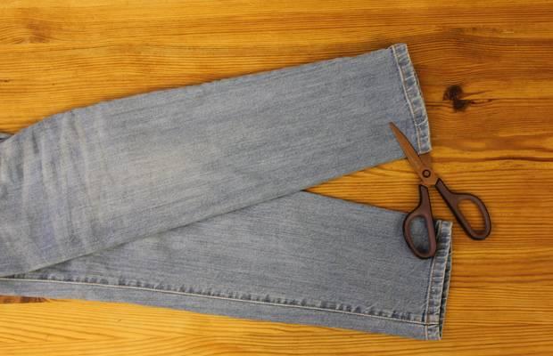 diy anleitung jeans mit ausgefranstem saum selber machen. Black Bedroom Furniture Sets. Home Design Ideas