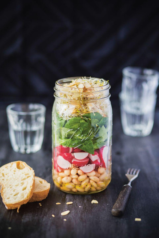 Bohnensalat mit Radieschen und Sprossen