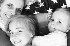Bloggerin Jessika Rose mit ihren Töchtern Emma und Hannah.