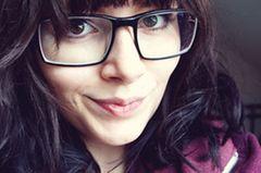 klüger sein: Frau mit Brille