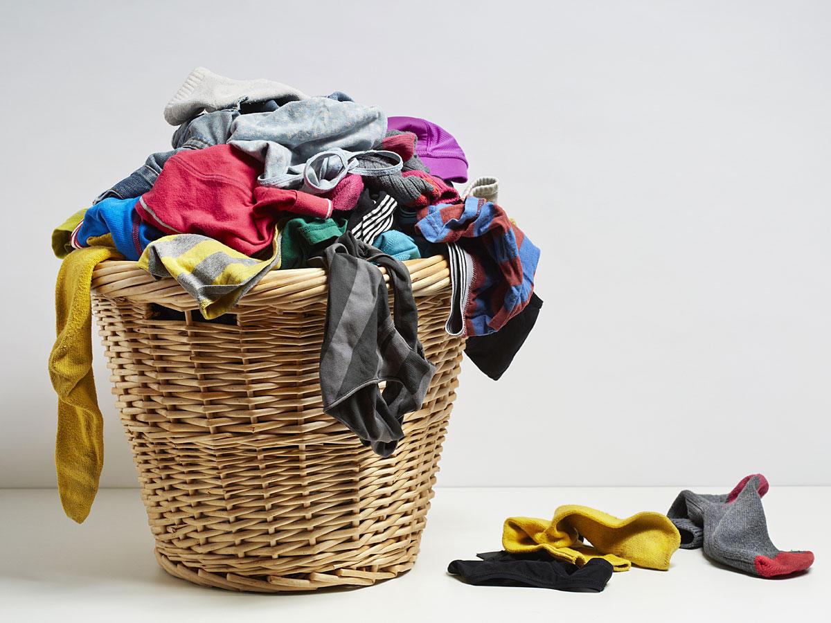 So häufig solltet ihr eure Kleidung wirklich waschen