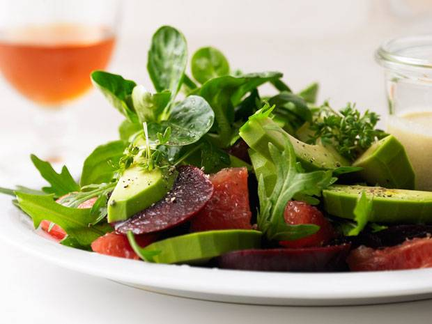Bunter Salat mit Sesamdip