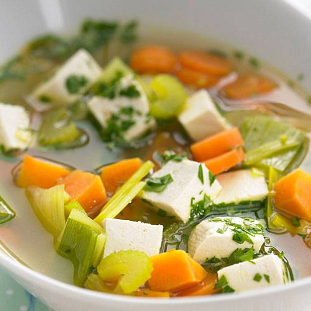 Klare Currysuppe mit Gemüse