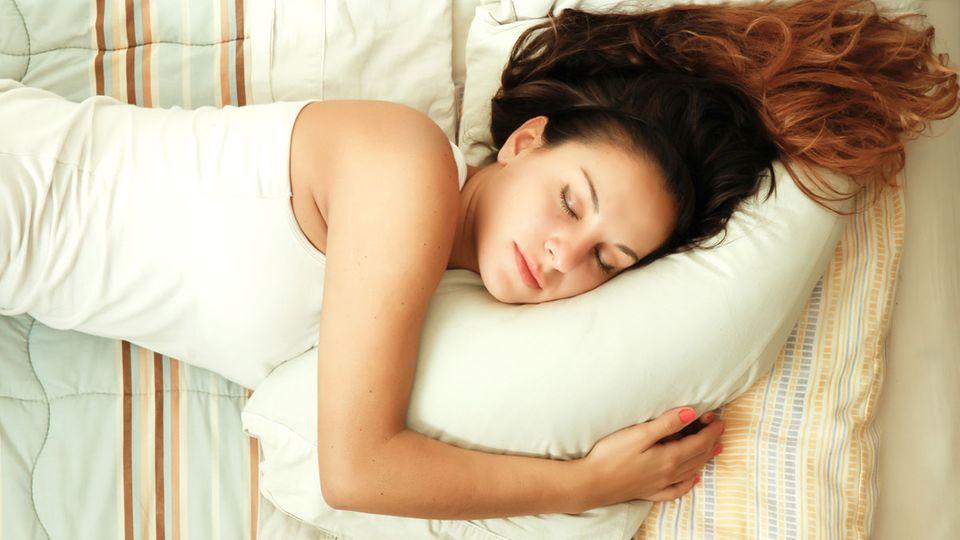 Schlafen bei Hitze: So kommst du in Sommernächten zur Ruhe