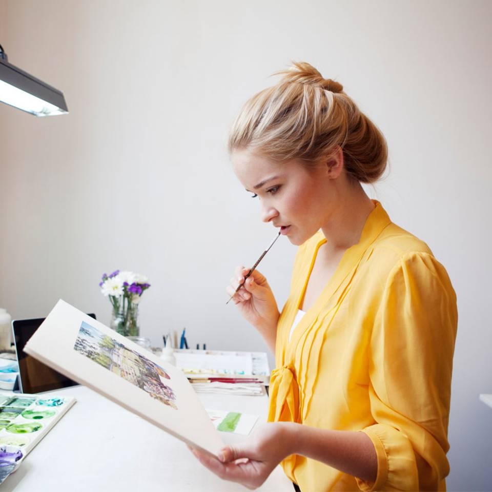 Arbeiten im Stehen: Warum ständiges Sitzen nicht gut für uns ist