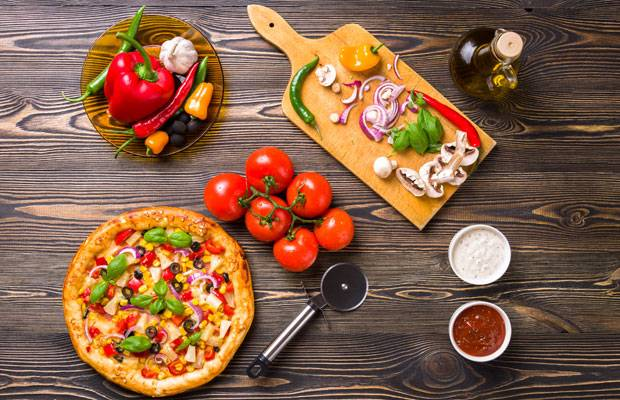 Gesund essen: Diese 50 Zutaten machen eure Pizza gesünder!