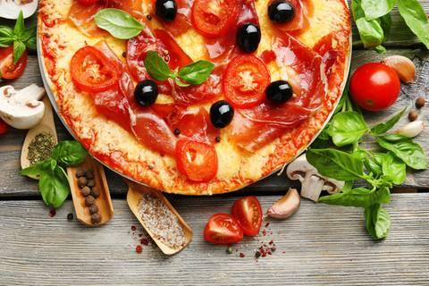 Diese 50 Zutaten machen eure Pizza gesünder!