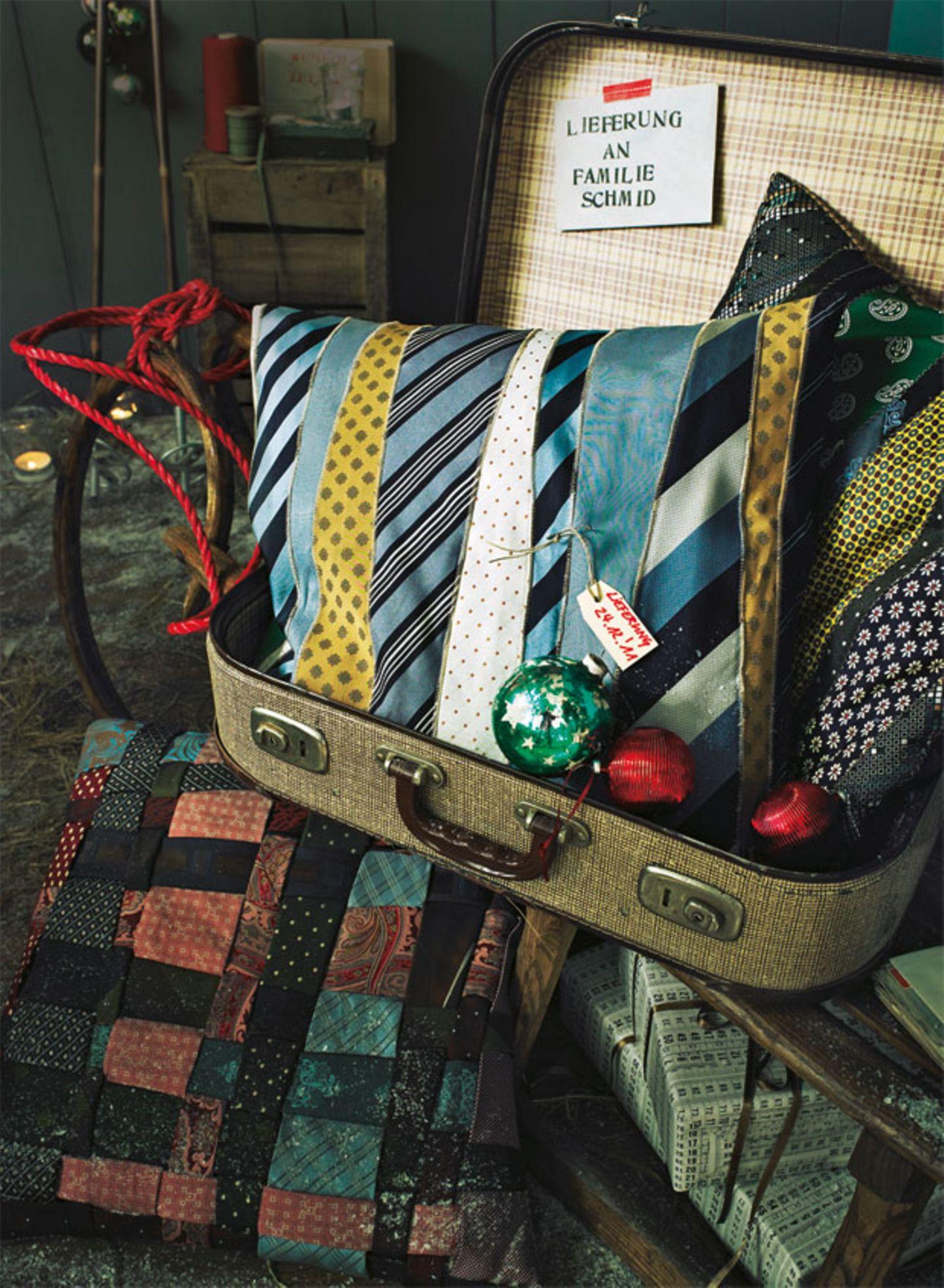 Kissen aus Krawatten nähen - so geht's