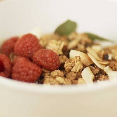 Rezepte: Veganer Joghurt aus Kokosmilch mit Knuspermüsli