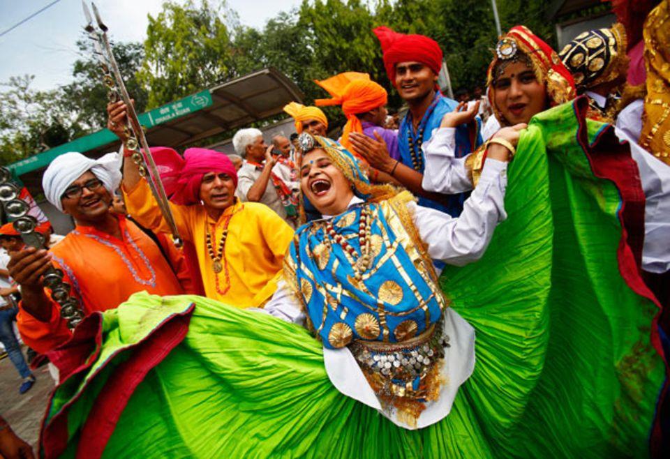 Hunderte Anhänger Modis feierten in den Straßen Neu Delhis den historischen Sieg der Bharatiya Janata Partei.