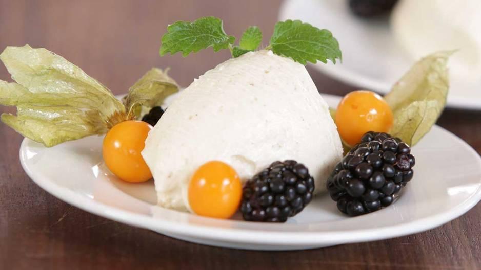 Rezepte: BRIGITTE: Vegane weiße Mousse au Chocolat