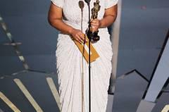 """Der tränenreichste Auftritt des Abends gehörte Octavia Spencer, die als beste Nebendarstellerin für """"The Help"""" ausgezeichnet wurde. Sie konnte ihr Glück kaum fassen (""""I'm freaking out""""). Wir finden: Große Emotionen gehören zu den Oscars dazu. Deshalb vielen Dank, liebe Octavia Spencer, für Ihren Bühnen-Auftritt und natürlich auch für Ihren Auftritt in """"The Help""""."""