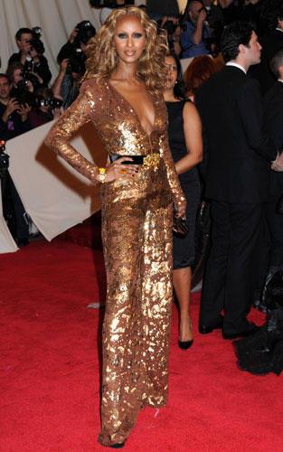 Stars in Gold-Kleidern: Iman