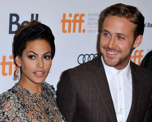 """Star-Babys: Sie hatten es lange verheimlicht, aber nun steht es fest: Ryan Gosling und Eva Mendes haben wieder ein Mädchen bekommen. Und es heißt Amada - wie schon seine große Schwester! Mit vollem Namen heißt das neugeborene Baby Amada Lee - ihre große Schwester (2) heißt Esmeralda Amada. Zweimal Amada? Nun ja, Amada ist der Name von Evas Großmutter und heißt im Spanischen """"geliebt."""" Und das ist ja dann auch doppelt schön."""