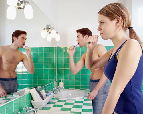 Frau Mann Badezimmer