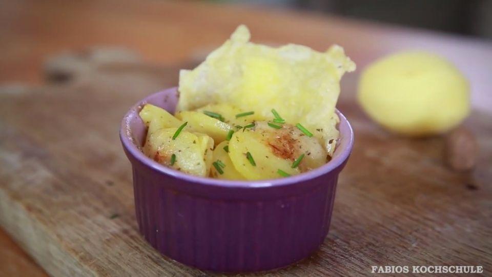 Kleine Kartoffelgratins mit Käsechips