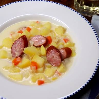 Einfach lecker: Kartoffelsuppe mit Würstchen