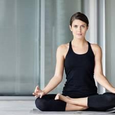 Frauen beim yoga kennenlernen