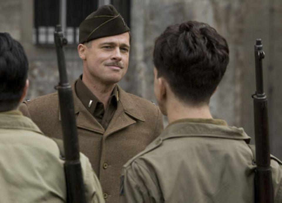 """""""Inglourious Basterds"""": Brad Pitt spielt den Leutnant Aldo Raine, der eine Truppe aus amerikanisch-jüdischen Soldaten im Kampf gegen die Nazis zusammenstellt."""