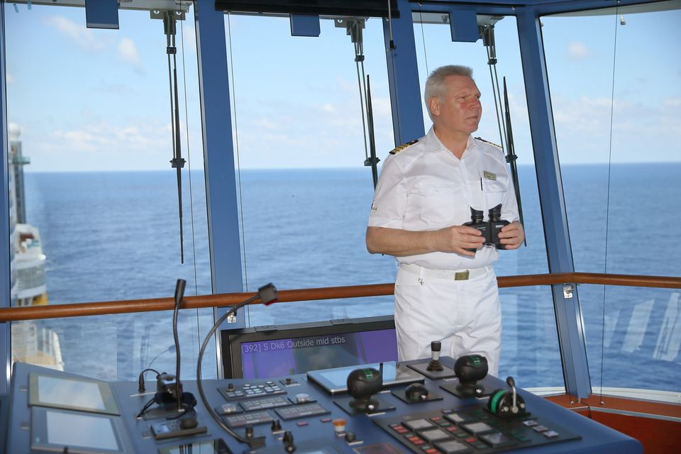 Kapitän Detlef Harms steuert die Aida Prima.