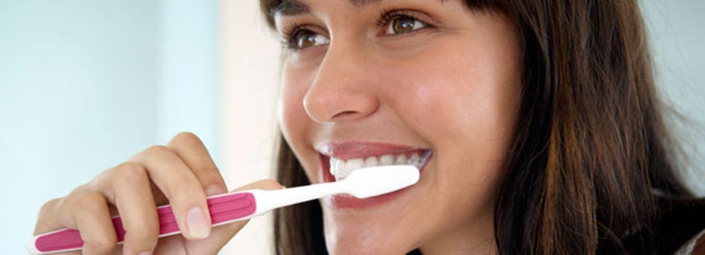 Wie oft sollte man die Zahnbürste wirklich wechseln?