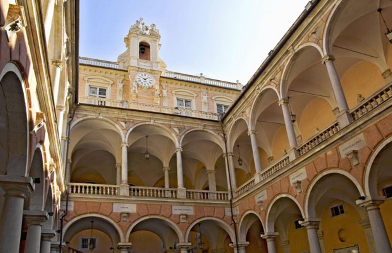 Innenhof des Palazzo Doria Tursi in der Via Garibaldi