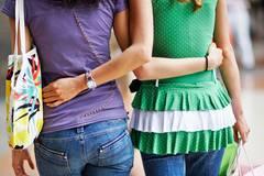 Alle Frauen bi oder lesbisch: Warum diese Studie uns so schockt