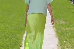 Das Label Perret Schaad mischt verschiedene Grüntöne in seiner Sommerkollektion 2015. Zum Beispiel hier leuchtendes Hellgrün.